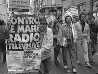 Marcia contro la Rai e  le mafie radiotelevisive; e per la legalità dell'informazione. Nelle altre: varie foto di gruppo dei manifestanti, anche con P