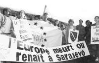 Riuonioni capi di stato UE. Centinaia di militanti radicali, bosniaci e del mcp manifestano a Cannes per chiedere l'adesione della Bosnia all'Unione E