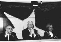 Emma Bonino con Van Den Broek, commissario UE e Antonio Cassese, Presidente del Tribunale ad hoc sulla ex Jugoslavia