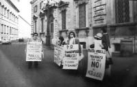 PROVINI. Piazza del Quirinale. Manifestazione affinchè il presidente della Repubblica non firmi la legge sul finanziamento pubblico ai partiti. (BN) o