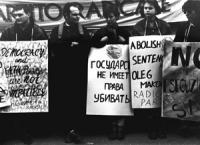 manifestazione davanti all'ambasciata russa perchè la Russia, rinata  dalle ceneri dell'URSS, abolisca subito la pena di morte.