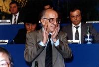 Stanzani applaude in un congresso italiano del PR