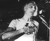 """""""Manifestazione dei radicali a S.Paolo """"""""10 giorni della nonviolenza"""""""". Primo piano di Pannella in digiuno durante un comizio notturno. Indossa una ma"""