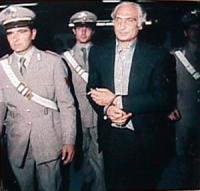Pannella in manette accompagnato dai carabinieri