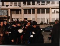 Manifestazione radicale per gli stati Uniti d'Europa. Cicciomessere viene immobilizzato da 3 poliziotti. Ottima, importante