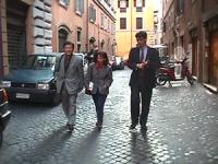 Visita del dissidente cinese Wei Jingsheng in Italia ospite del pr.  (Cina) Wei e Dupuis mentre passeggiano per le strade di Roma