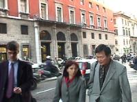 Visita del dissidente cinese Wei Jingsheng in Italia ospite del pr.  (Cina) Wei appena uscito da Botteghe Oscure, sede DS, dopo l'incontro con Massimo