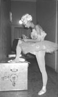 Ballerina ucraina firma la petizione radicale per l'immadiata messa in atto del tribunale ad hoc per la ex Jugoslavia. (BN) ottima