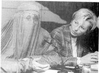 Conferenza stampa di Emma Bonino con una donna che indossa una burka per denunciare la violazione dei diritti umani in Afghanistan (BN)