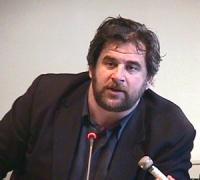 Ritratto di Arthur Zhei. Sede PR. Conferenza stampa di Arthur Zhei ed altri cittadini albanesi di Albania e Kossovo di denuncia della politica di repr