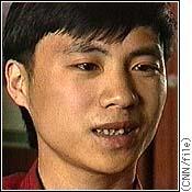 Ritratto, primissimo piano, del dissidente cinese Wang Dan
