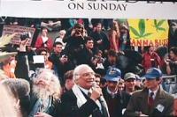 Marco Pannella interviene al comizio conclusivo della manifestazione per la legalizzazione della marijuana in Gran Bretagna organizzata dal settimanal