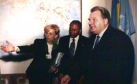 Incontro Tra Emma Bonino e una delegazione di npwj e PR con il presidente dell'Assemblea Generale dell'ONU, l'ucraino Udovenko NB nelle altre vi sono