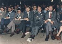 Scotti (DC) e Capanna (DP) seduti in platea del 32° congresso I sess del PR.