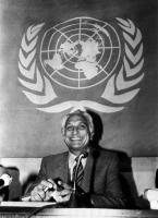 ONU. Sala UNESCO Pannella  annuncia l'inizio dello sciopero della fame alla Conferenza delle Nazioni Unite sui paesi meno sviluppati. Dietro Pannella