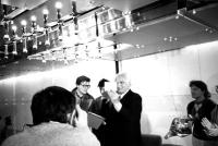 Cankarjevdom. Panella riceve la tessera di membro della gioventù socialista slovena durante una conferenza stampa con Zoran Thaler, Josef Skolc, Dejan