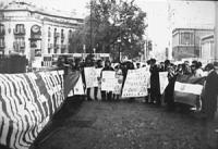 Manifestazione per il riconoscimento di Slovenia e Croazia e per salvare Vukovar e Dubrovnik attaccate dai serbi. (BN)