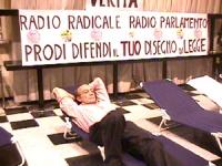 """Notte tra il 19 e il 20 maggio. Mezzanotte. G.P. Camici comincia lo sciopero della sete. """"Sciopero della sete per la libertà e la legalità dell'inform"""