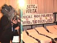 """Sciopero della sete: 17° ora.   """"Sciopero della sete per la libertà e la legalità dell'informazione e per la vita di Radio Radicale"""". Sede del PR.."""
