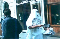 manifestazione fantasmica al Pantheon e a Piazza Navona in chiusura della campagna referendaria '97