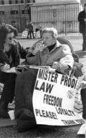 dimostrazione davanti a Palazzo Chigi dalle ore 17.00 del 15.2.98 alle ore 4.00 del 17.2.98 per chiedere che il governo Prodi rispetti gli impegni ass