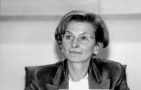 Emma Bonino durante una seduta della commissione UE. Primo piano stretto,  buona