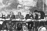 """""""Pannella e Dell'Alba durante il convegno """"""""5 milioni di vivi entro il 1984"""""""".   (BN)"""""""