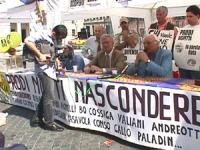 Largo Chigi. Conferenza stampa per la legalità dell'informazione e per radio radicale. Pannella con Bernardini e Vigevano.