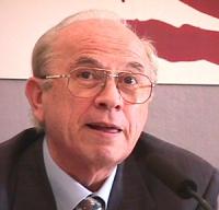 ritratto di Antonio Papisca (ordinario di Relazioni Internazionali presso l'Università di Padova, Italia)