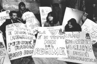 """""""militanti radicali occupano la sede della RAI TV di Milano in sostegno allo sciopero della fame di Pannella per l'accesso del PR in televisione. Mani"""