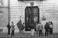 Lensi ed altri manifestano all'ambasciata cinese a Budapest contro lo sterminio di Piazza Tien An Men a Pechino (BN)