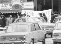 Busdachin, Ghersina e altri con uno striscione in bulgaro. A Mosca, Praga, Berlino est, Bucarest, Sofia, Budapest militanti francesi, spagnoli, italia