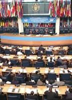 """ONU. Palazzo della FAO. Primo giorno della """"Conferenza dei Plenipotenziari per l'istituzione del Tribunale Penale Permanente"""". Vista della sala"""