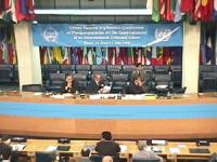 """ONU. Palazzo della FAO. Primo giorno della """"Conferenza dei Plenipotenziari per l'istituzione del Tribunale Penale Permanente"""". Vista della presidenza"""