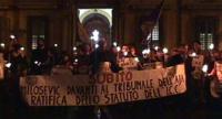 Manifestazione fiaccolata a Roma, davanti a Palazzo Chigi, per chiedere l'incriminazione di Milosevic al Tribunale Internazionale dell'Aia. Foto di gr