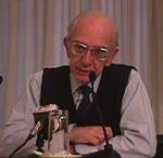 Ritratto (a mezzo busto, seduto) di Luigi De Marchi, psichiatra, relatore al Convegno Pedofilia e Internet, organizzato dal Partito Radicale e da Radi