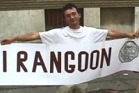 Ritratto di Andrea Cavalieri (Partito Radicale), durante  una manifestazione davanti all'ambasciata della Birmania, in occasione del decimo anniversar