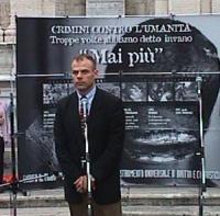 Manifestazione-fiaccolata per il Tribunale Penale Internazionale, in occasione della conferenza diplomatica, riunita a Roma. Mohamed Sacirbey, rappres