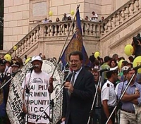 Manifestazione per il Tribunale Internazionale, in occasione della conferenza diplomatica riunita alla Fao, a Roma. Romano Prodi, al microfono, sul pa