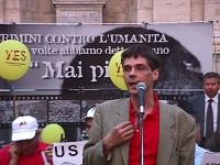 Manifestazione per il Tribunale Internazionale, in occasione della conferenza diplomatica riunita alla Fao a Roma. Olivier Dupuis parla al microfono,