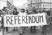 """""""manifestazione abortista. Strscione: """"""""referendum"""""""" retto da donne. (BN) importante"""""""