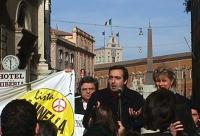 Manifestazione davanti al Quirinale per festeggiare la fine del mandato di Scalfaro. Maurizio Gasparri  (Alleanza Nazionale) fra Mariano Giustino e Ri