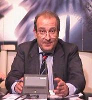 Ritratto di Piero Milio (avvocato, senatore della Lista Pannella) in occasione di un incontro per il processo ai 22 militanti imputati per cessione gr