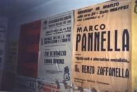 I muri della sede del Pr a Cremona (in via Bonomelli, 5), ricoperti di manifesti sulle iniziative radicali. (Proprietario della foto: Sergio Ravelli)