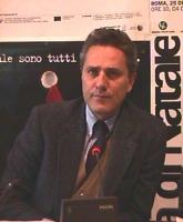 Ritratto di Francesco Rutelli, sindaco di Roma, durante la conferenza stampa di presentazione della marcia di Natale contro la pena di morte.