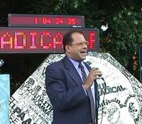 Ritratto di Marino Busdachin (Non c'è pace senza giustizia) durante la maratona oratoria davanti alla Fao in occasione della conferenza diplomatica pe