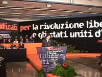 Assemblea dei Mille, per la rivoluzione liberale e per gli Stati Uniti d'Europa. Alla tribuna, il coordinatore Marco Cappato. Nelle altre digitali e s