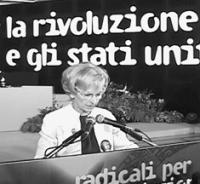 Ritratto di Emma Bonino, nel corso dell'Assemblea dei Mille, tenutasi a Roma dal 4 al 7 marzo 1999.