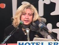 Ritratto di Cinzia Caporale, relatrice della Commissione sulle Libertà Individuali, all'assemblea dei  Mille