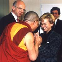 Emma Bonino incontra il Dalai Lama.